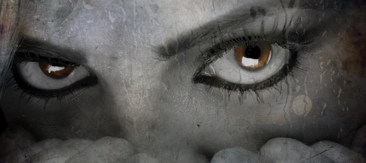 怖い女性の顔